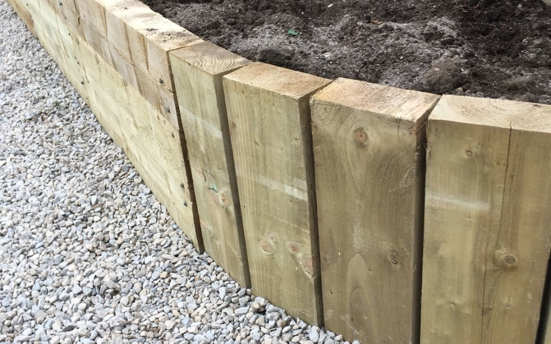 Curved raised bed