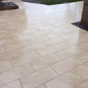 Contemporary porcelain patio