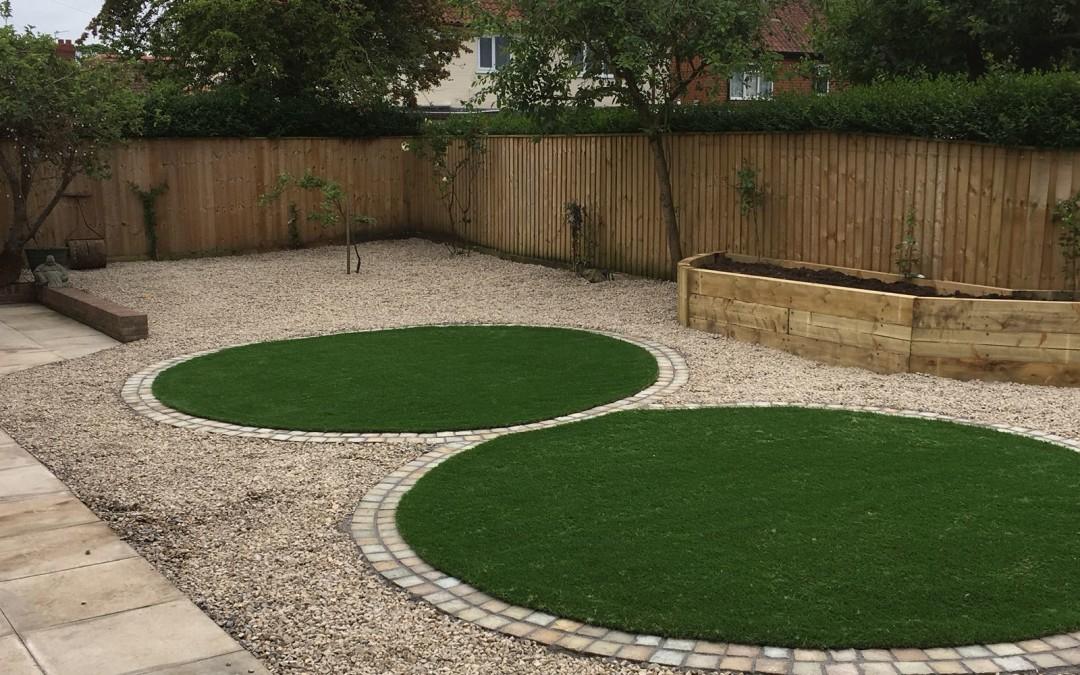 Circular lawns in artificial turf