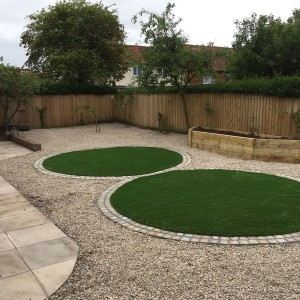 Circular lawns in artificial turf